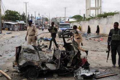 Car bomb kills 8 near Somalia's presidential palace: police