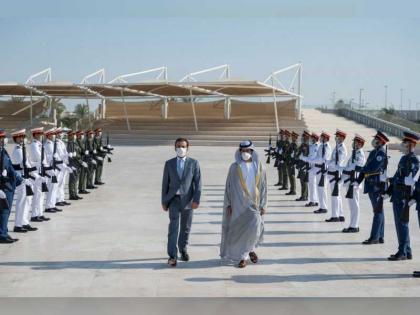 خليفة بن طحنون يستقبل رئيس مجلس النواب العراقي في واحة الكرامة