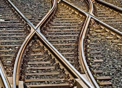 Students urged to adopt safety measures while crossing railway tracks