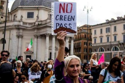 Fears of 'chaos' as Italy adopts tough Covid pass regime