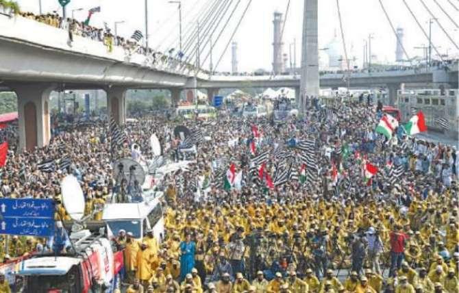 Azadi March Aur Chand Sawalaat