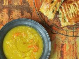 German Cheese And Peas Soup