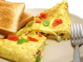 Chinese Omelette With Toast