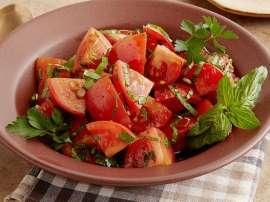 Zaitoon Olive Aur Tamatar Ka Salad
