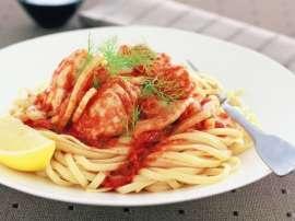 Spaghetti Aur Machli Safed Sauce Kay Sath