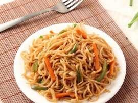 Murgh Sabzian Aur Noodles