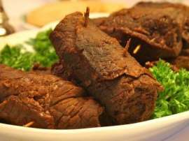 Gosht In Gobhi Leaves