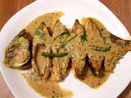 Pomfret Fish Pyaz Kay Sath