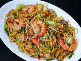 Vegetable And Shrimp Chow Mein