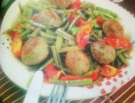 Chicken Balls Beans And Tomato