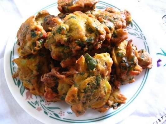 Mazedar Palak Kay Pakoray Recipe In Urdu