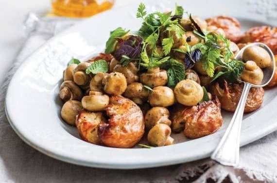 Mushroom Aur Aloo Ki Sabzi Recipe In Urdu