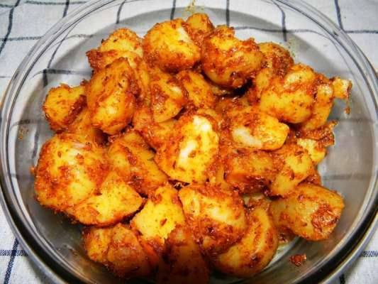 Chatpate Aloo Recipe In Urdu
