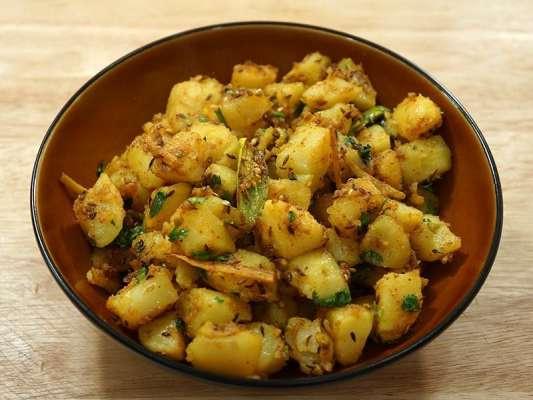 Mirchlay Aloo Recipe In Urdu