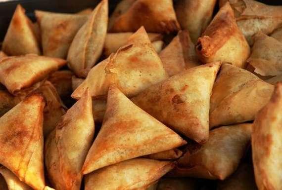 Gyoza (Chotay Samosay) Recipe In Urdu