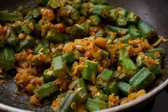 Chatpati Bhindi Chanay Ki Daal Kay Saath Recipe In Urdu