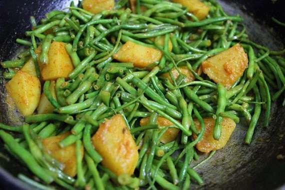 Aloo Aur Mongray Recipe In Urdu