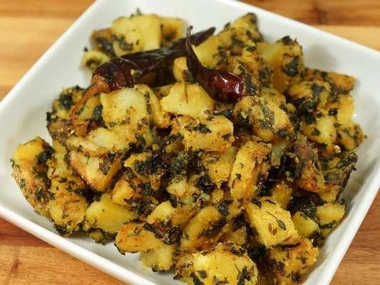 Potatoes With Fenugreek Leaves Recipe In Urdu
