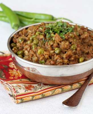 Pyaz Kay Lachay Keemay Kay Sath Recipe In Urdu