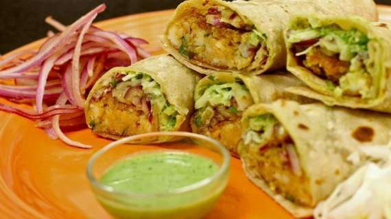 Aloo Daal Ke Roll Recipe In Urdu