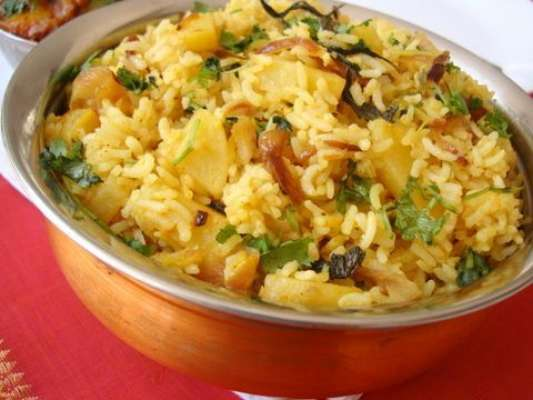 Aloo Ka Pulao Recipe In Urdu