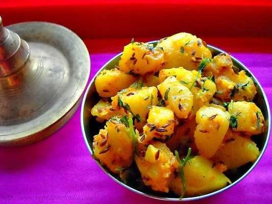 Adh Pakay Aloo Kachaloo Recipe In Urdu
