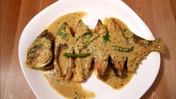 Pomfret Fish Pyaz Kay Sath Recipe In Urdu
