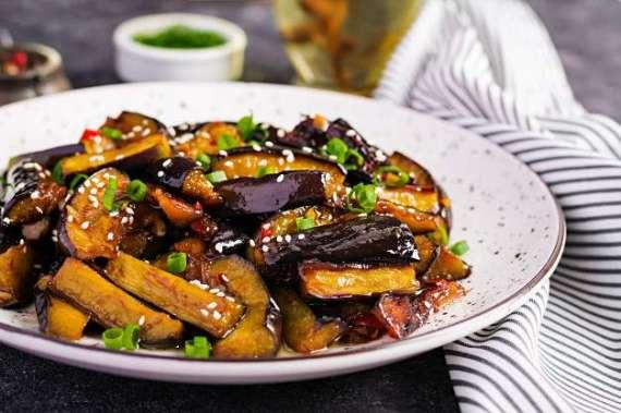 Hari Pyaz Aur Baingan Ki Bhujia Recipe In Urdu