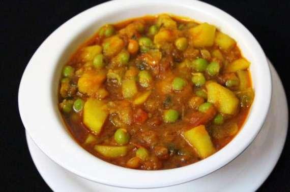 Mutter Aloo Recipe In Urdu