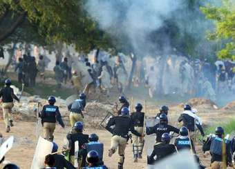 PTI And PAT Clashes With Police
