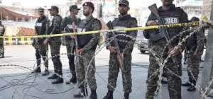 لاہورداتا دربار کے باہر پولیس وین کے قریب خود کش حملہ