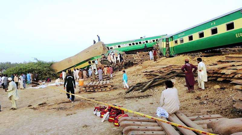 Sadiqabad Train Accident - Photo 3 of 7 - Photo Gallery & News