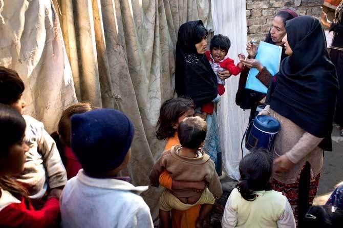 Lakhoon Bache Polio K Qatre Peene Se Mehroom