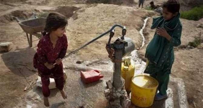 Pakistan Zeher Pee Rahe Hain