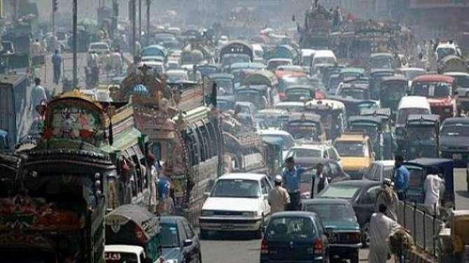 Traffic Qawaneen Per Amaldaramad Ka Masla