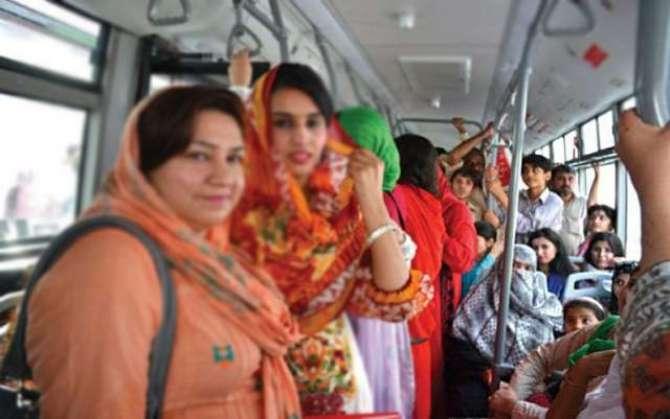 Peshawar Main Bason K Andar Khawateen Ko Harasan Karna Mamool