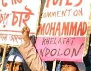 ڈھاکہ، مظاہرین پاپ بینی ڈکٹ کیخلاف مظاہرہ کر رہے ہیں۔