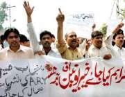 پشاور، صحافیوں پر لاہور پولیس کے تشدد کے خلاف مقامی صحافی احتجاج کر ..