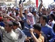 صدام حسین کے حامی عراقی شہری انکی رہائی کیلئے مظاہرہ کر رہے ہیں۔