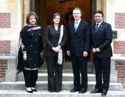 لندن، ٹونی بلئیر اپنی اہلیہ کے ہمراہ صدر مشرف اور بیگم صہبا مشرف کا ..