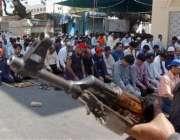 کراچی، انتہائی سخت سکیورٹی میں نمازی ماہ رمضان کی پہلی نماز جمعہ ادا ..