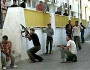 غزہ، فلسطینی سکیورٹی فورسز اور حماس کے کارکنوں کے درمیان فائرنگ کے ..