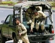 اسلام آباد، ایوان صدر کے سامنے دھماکہ خیز مواد کی اطلاع کے بعد آرمی ..