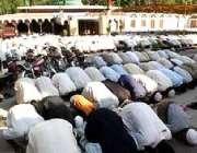مظفر آباد، زلزلہ زدہ علاقوں کے مکین مسجد کی عمارت نہ ہونے کی وجہ سے ..