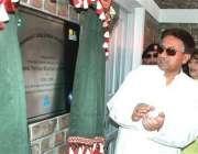 چکوٹھی، صدر مشرف زلزلے میں تباہ ہونے والے ایک سکول کی نئی عمارت کا افتتاح ..