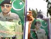 اسلام آباد، صدر مشرف کے حامی انکے پوسٹر اٹھائے ریلی میں شریک ہیں۔