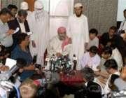 اسلام آباد،لال مسجد کےخطیب عبدالرشید غازی پریس کانفرن سے خطاب کر رہے ..