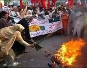 کراچی ، وکلاء اور اپوزیشن کے اراکین احتجاجی ریلی میں شریک ہیں۔
