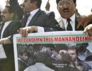 اسلام آباد،صدارتی ریفرنس کی سماعت  کے موقع پر وکلاء صدارتی ریفرنس کی ..