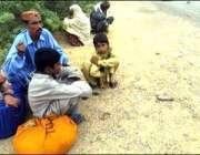 لاکھڑا، حیدر آباد کے قریب ایک گائوں کے مکین حالیہ سیلاب کے بعد حکومتی ..